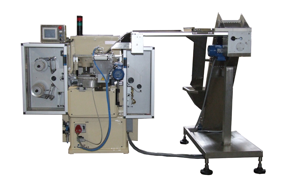 Automatic feeder for wrapping machine